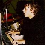 """ca. 73... (als Vorband in unserer Aula vor Brötzmann, Van Hoove, Bennink... Brötzmann meinte hinterher, das sei ja ziemlich talentiert, aber man solle """"die Liedchen"""" weglassen... nun, """"die Liedchen"""", das war z.B. das Präludium aus der G-moll Suite von Bach, mit dem ich quasi eröffnet hatte, bevor das Schlagzeug einsetzte & alles ziemlich chaotisch wurde, aber irgendwie auch scheißegal...)"""